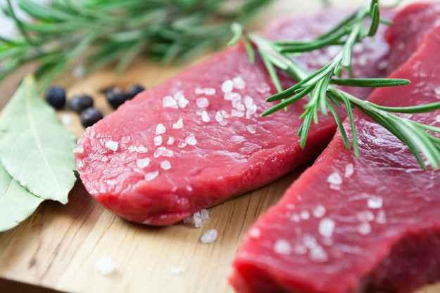 Можно ли добавлять соль в еду собаке во время готовки: сколько разрешается